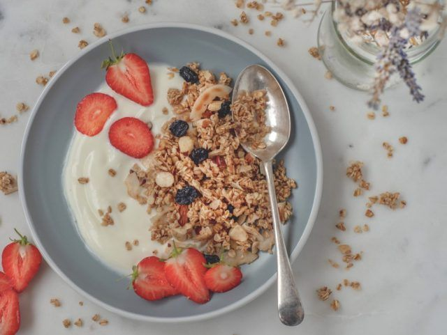 Homemade 5-minute granola in a pan | Hedi Hearts