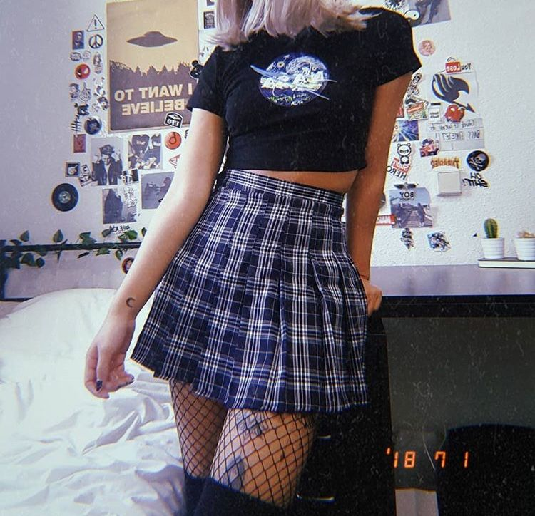 3511f59ae8f92c plaid skirt and fishnets are art | fashion in 2019 | Preppy skirt ...
