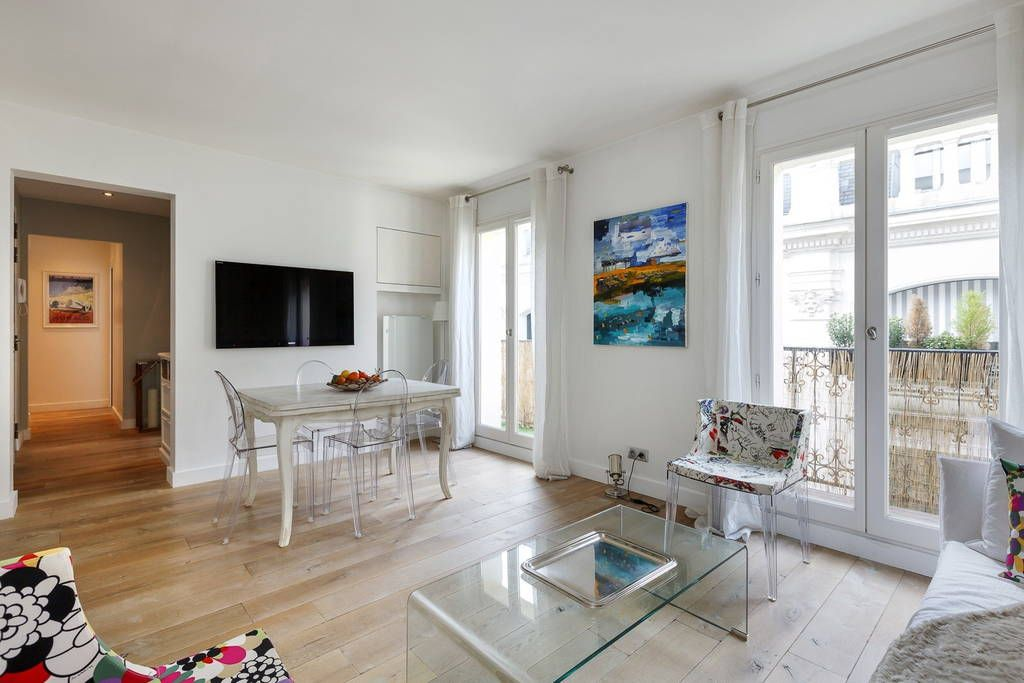 Apartment in Paris, France. Superbe appartement , proximité de l'Opéra , Palais Royal, Louvre et Galeries Lafayette 2 chambres, balcon  Our brand new renovated apartment is perfectly located in a quiet street, a minute away from the Opera, Louvre, Palais Royal, Galeries Lafa...