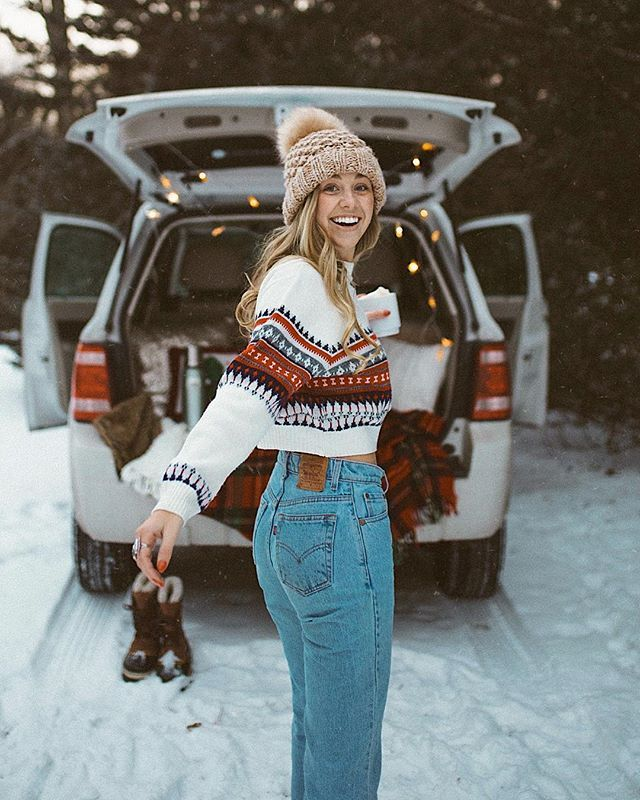 Snowy mountain road trips ❄️ hot cocoa ☕️ and cozy sweaters ❤️ It's the most wonderful time of the year @urbanoutfitters #uoonyou #winteroutfits