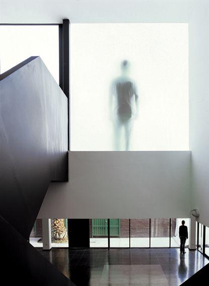 Sala de exposiciones remodelada. Facultad de Artes. U. de Chile. Sede Las Encinas.
