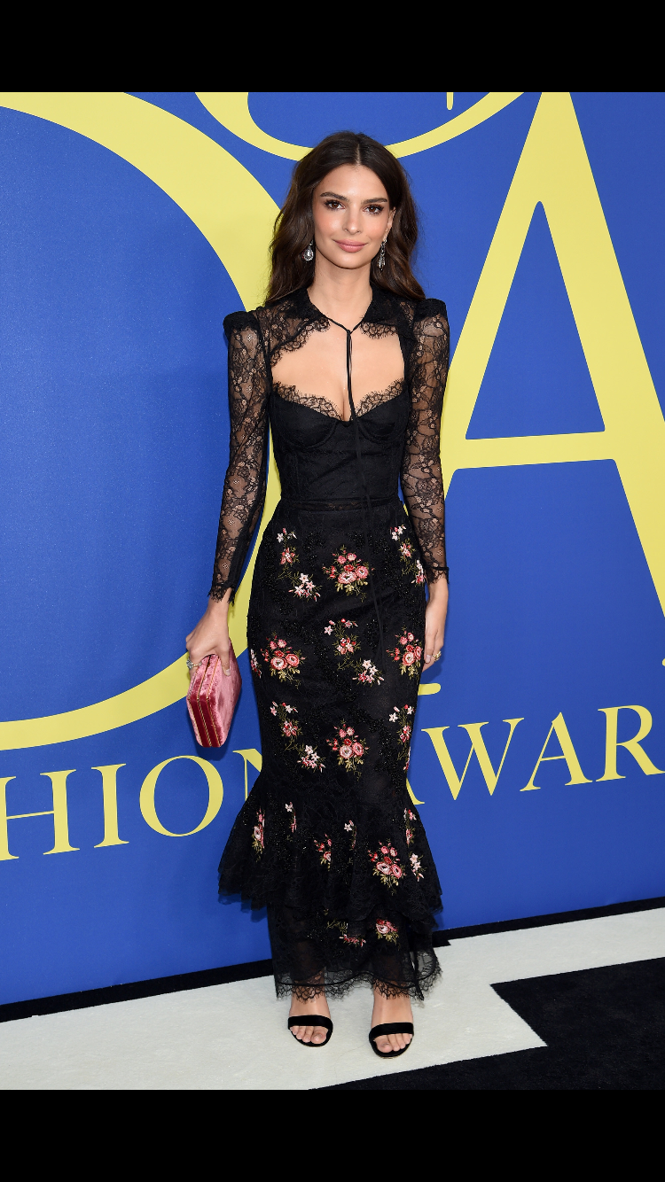 92db5f627428b9 Emily Ratajkowski in Brock Collection at the 2018 CFDA Fashion Awards Emily  Ratajkowski, Strapless Dress