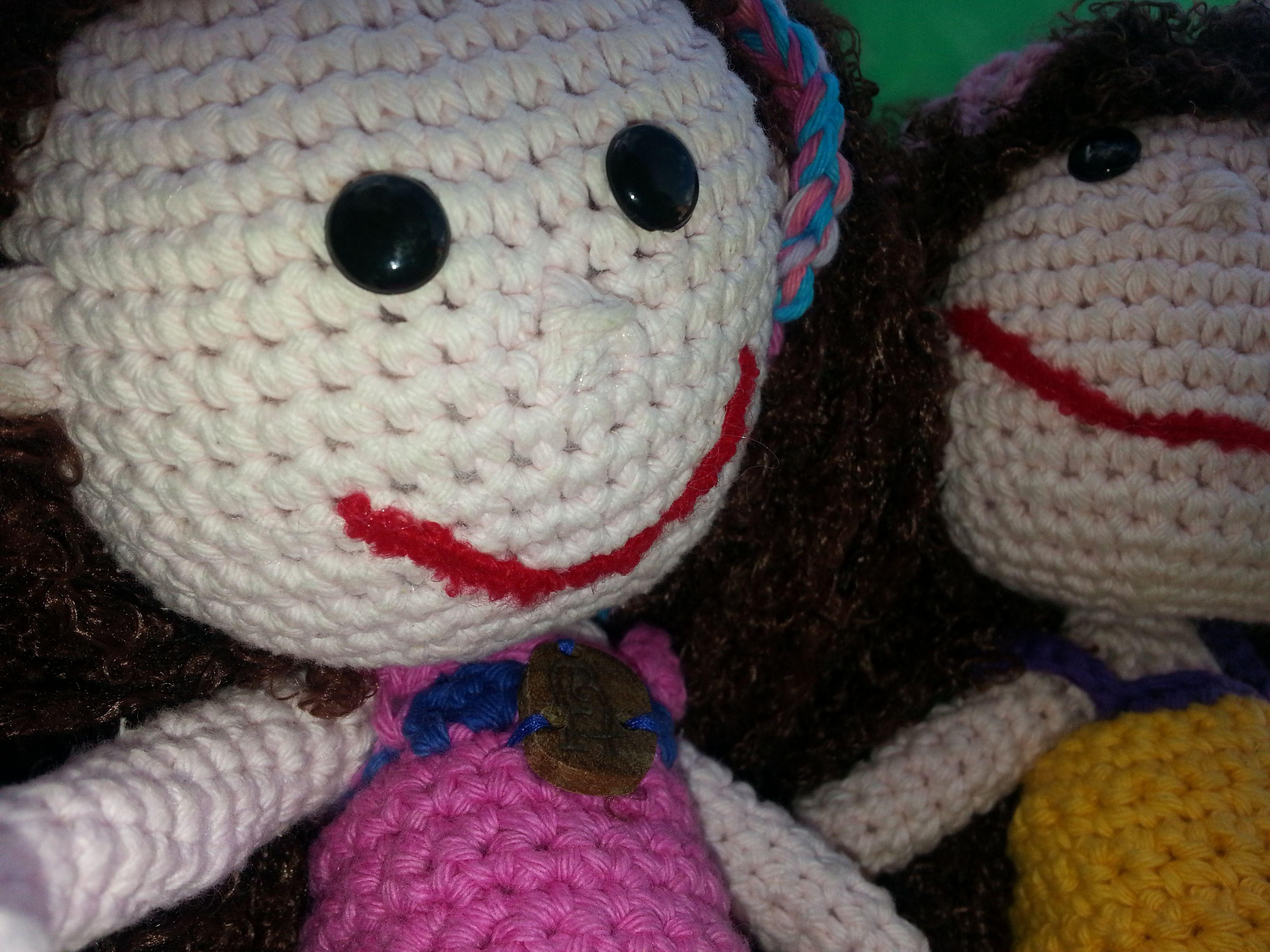... las hermanitas Alma y Azul se suman a la moda selfie... http://faroleraytropezon.wix.com/juguetesartesanales