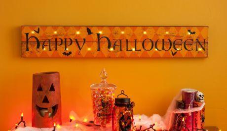 Happy Halloween LED Canvas Art - My #Kirklands wish list - #PinItPretty