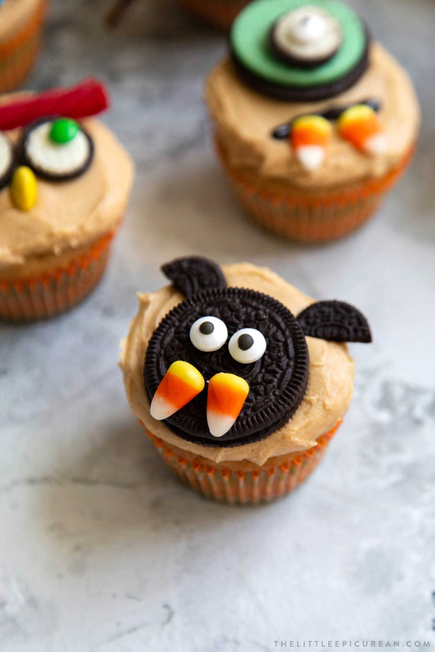 Easy Halloween Cupcakes (Peanut Butter Cupcakes) - The Little Epicurean #halloweencupcakes