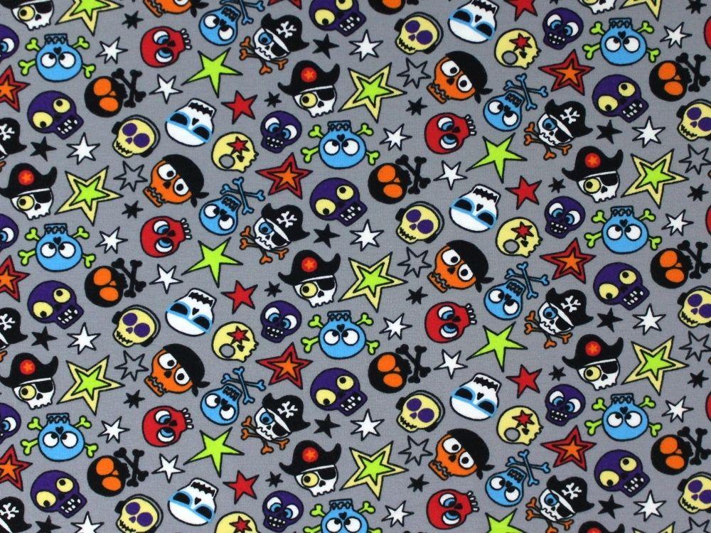 Baumwolljersey Crazy Skulls, grau, 868.521-1080,  bei stoffe-hemmers.de, Weicher und trendiger Baumwolljersey mit farbenfrohen, lustigen Totenköpfen
