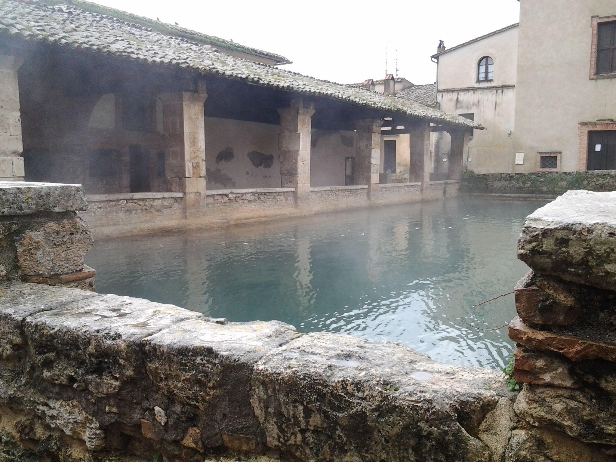 Terme di Bagno Vignoni (dove hanno girato Nostalghia) | corto ...
