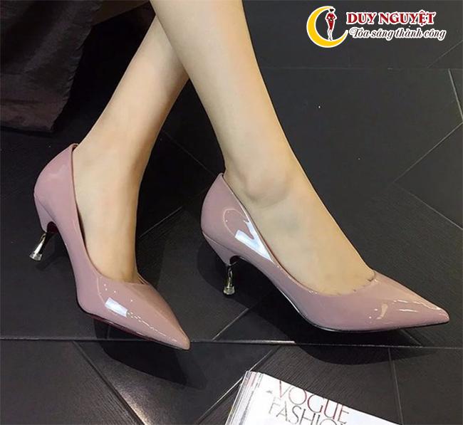 Giày cao gót màu trơn cổ điển