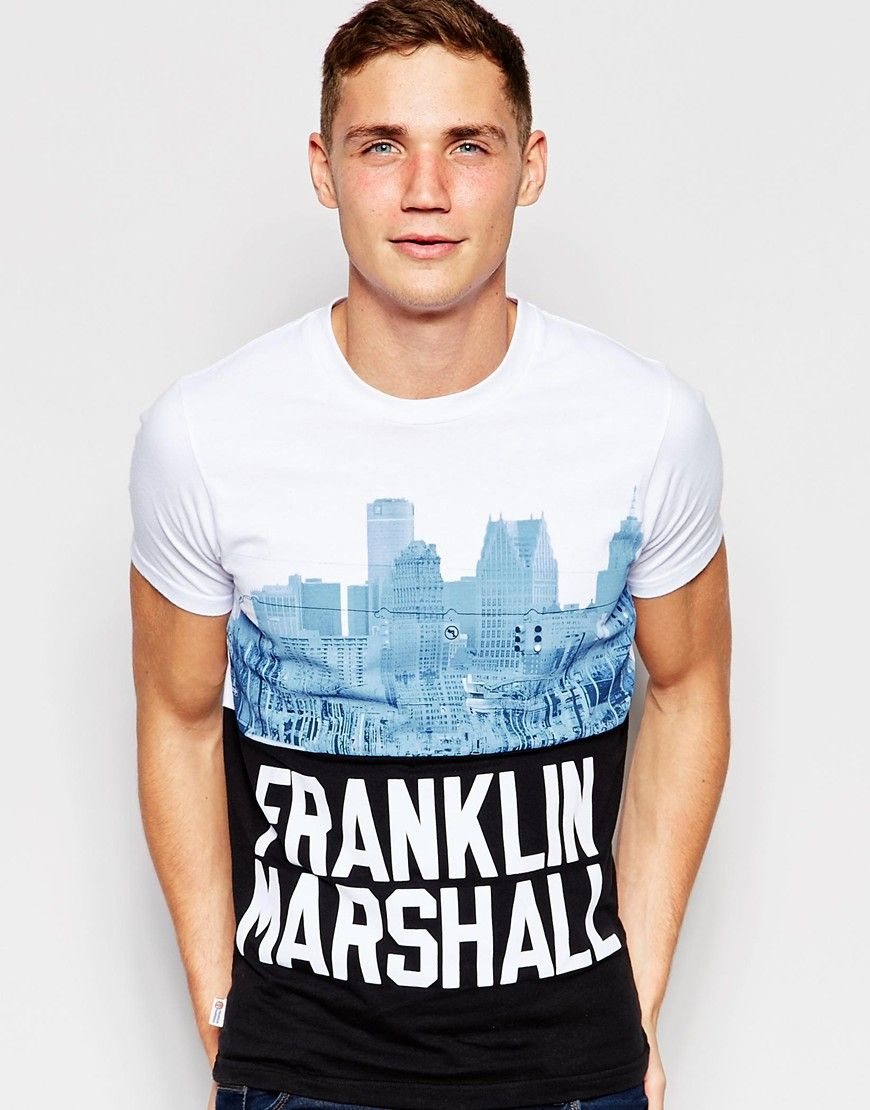 Camiseta con relieve y estampado New York de Franklin & Marshall at asos.com