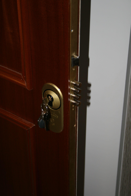 Cerradura multicierre con bombillo de seguridad con escudo - Cerradura seguridad puerta ...