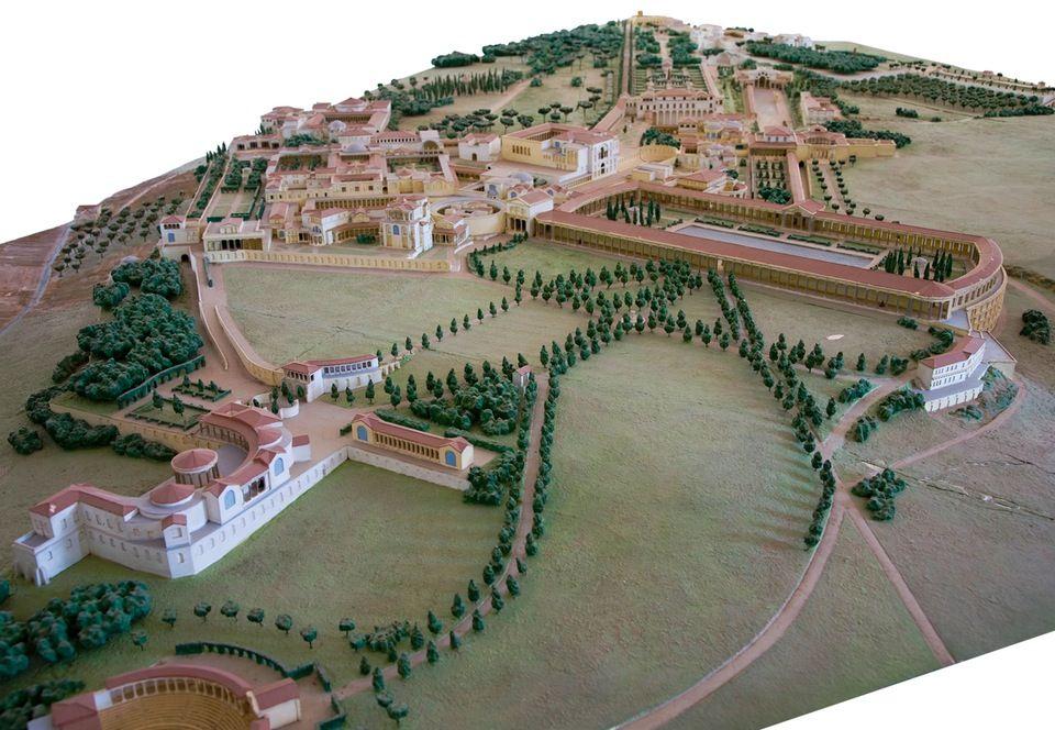 Hadrianuksen huvila-alueella oli yli 30 suurta rakennusta, kuten palatseja, teatteri ja kylpylöitä.   Maanalainen maailma: Hadrianuksen huvilan alta löytyi orjatunneli | Historianet.fi