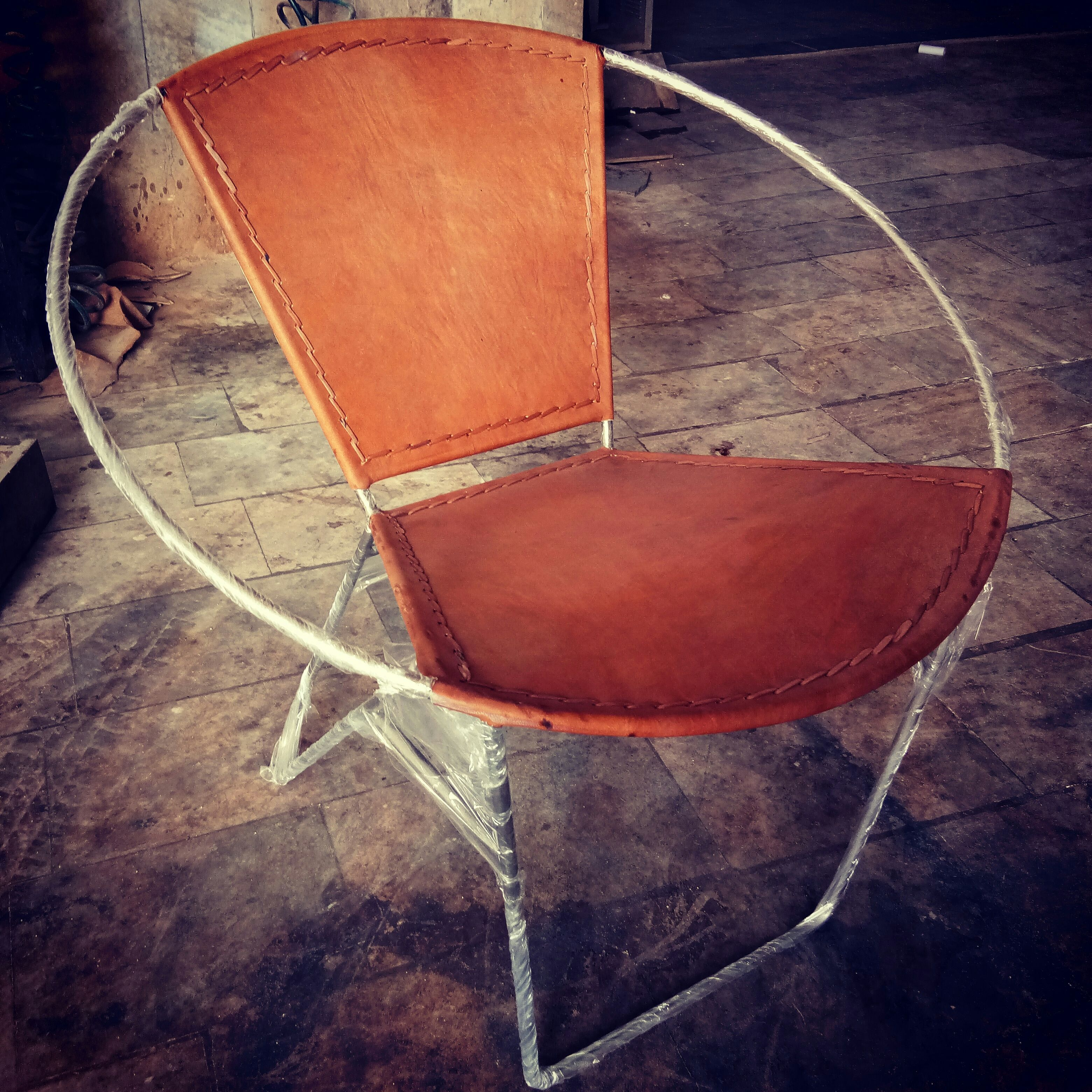 Industrial Round Leather Relax Chair Which Combines
