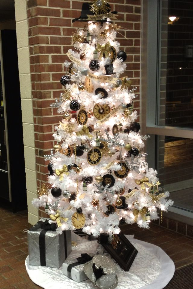 A lot of DIY ornaments on my NYeve tree. New years eve
