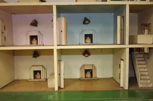 1930s Triangtois Art Deco Dolls House Up For Auction At Boldon