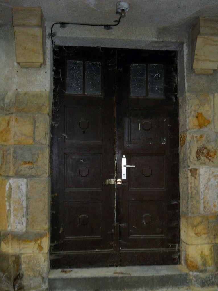 Eine wunderschöne alte Haustür.