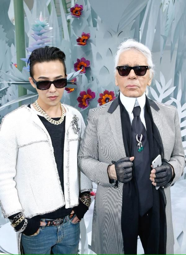 G-Dragon with Karl Lagerfeld at Chanel's Couture Show #GDragon #Chanel #Paris Mens Fashion Week 2015