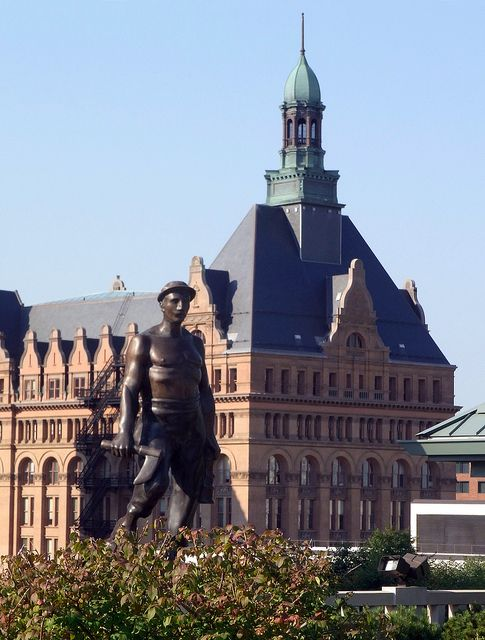 The City Hall And Statue Milwaukee Wisconsin 2012 50 Milwaukee City Wisconsin Travel Milwaukee Wisconsin