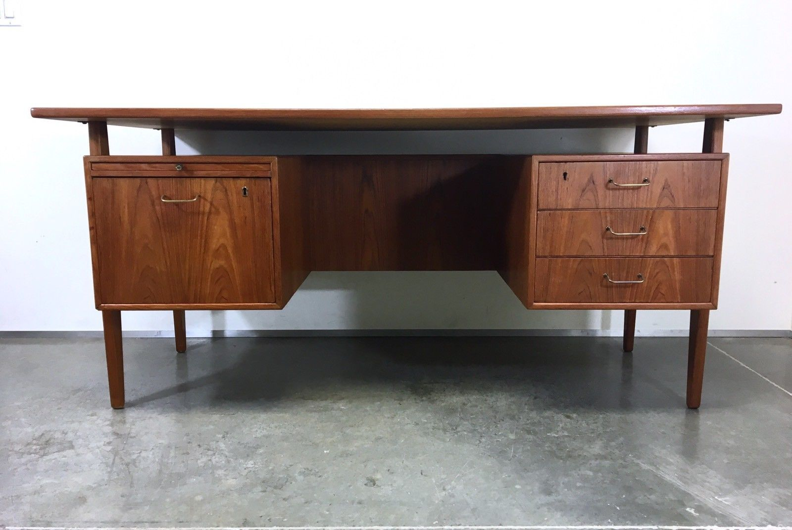 Beautiful Mid Century Modern Floating Danish Teak Executive Desk Has Three Drawers And One File Drawer Mid Century Modern Desk Modern Desk Mid Century Modern