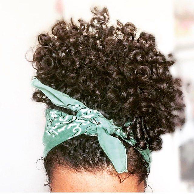 """618 curtidas, 2 comentários - ⠀⠀⠀⠀⠀⠀⠀⠀⠀⠀Lavínia Moreira ✨ (@cachosdalavis_) no Instagram: """"Inspiração de penteado para vocês meninas ❤❤ . . . . #cachoscute #intimasday #inspiraçao #cachosbr…"""""""