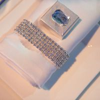 mignon le diamant sur le chocolat  Tic Tock Couture Florals - Couture Photos - Photographer: MarianneLozano