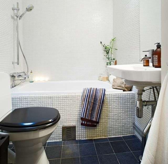 Arredare un bagno piccolo quadrato - Bagno piccolo con doccia