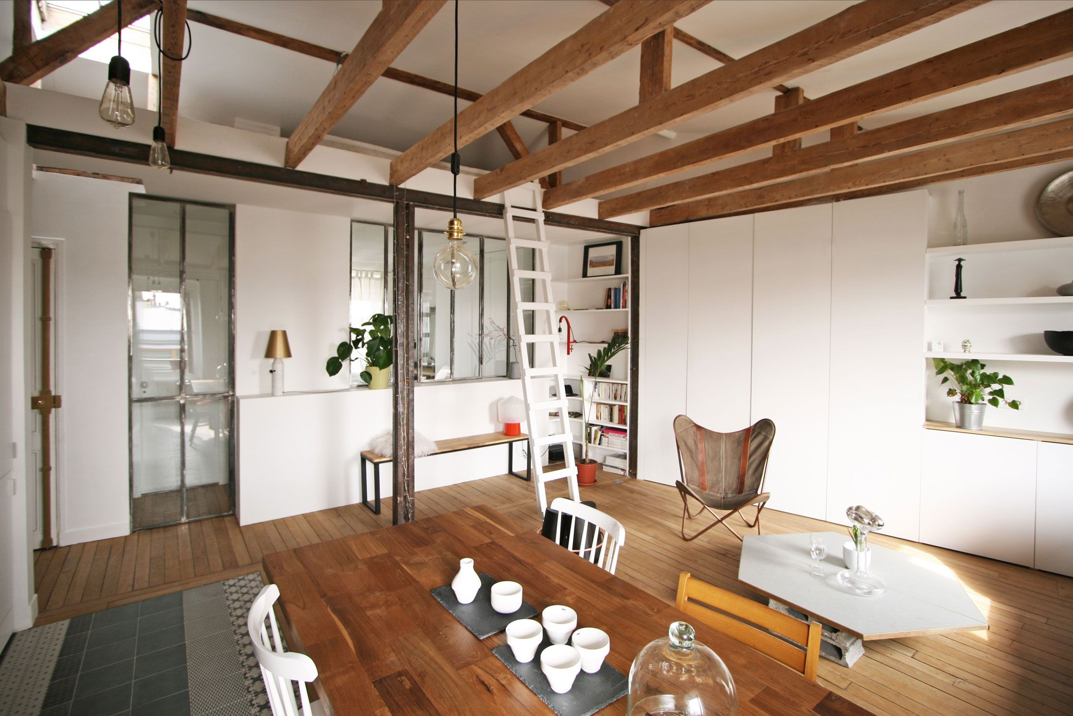 Apartment In Paris Gets A Fresh Look After A Renovation Open Floor Plan Apartments Apartment Design Log Home Floor Plans