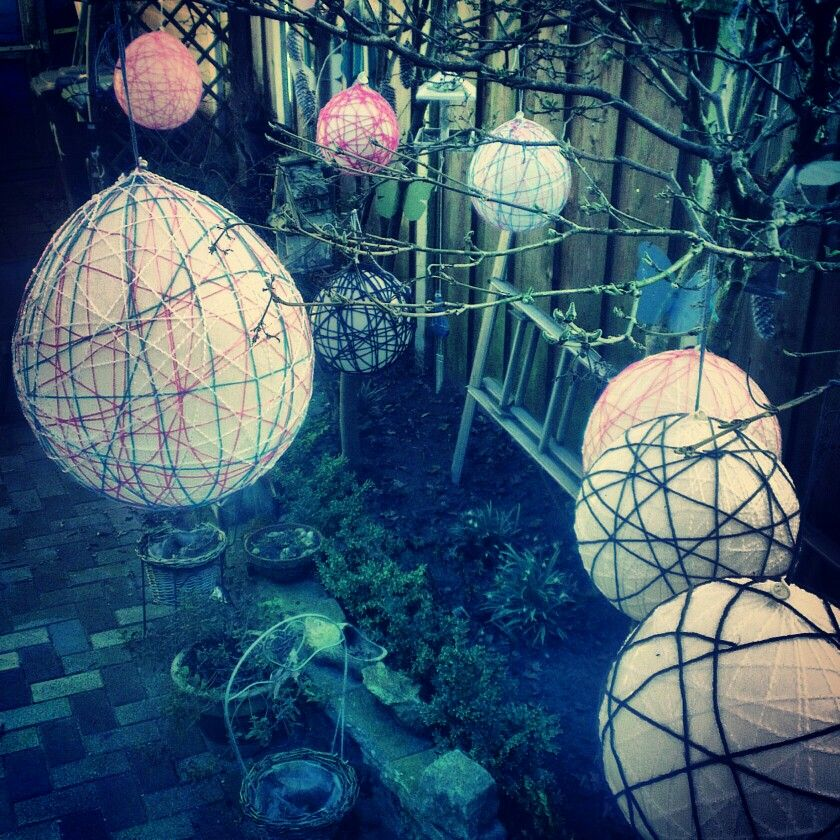 Ballonnen met wol en behangplaksel met een enorm leuk resultaat..