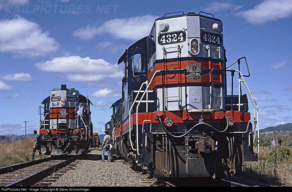 Net Photo NWP 4324 Northwestern Pacific Railroad EMD SD9