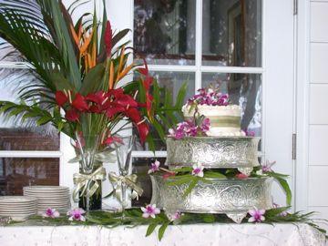 Kulaniapia falls wedding cakes