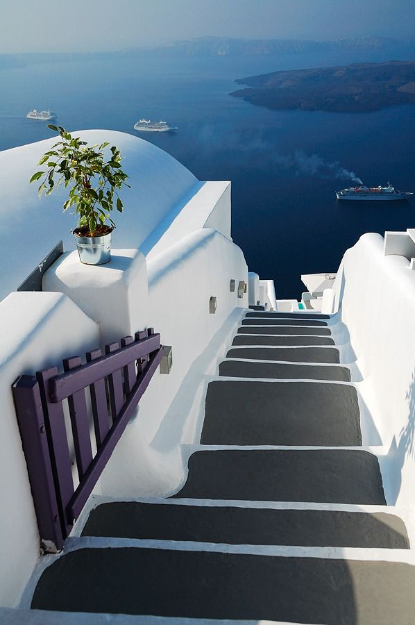 Santorini, Greece - #acqua #amazing #azzurro #beautiful #blu #blue #cielo #cold #estate #Europe #Greece #holiday #hoses #hot #landscape #light #mare #photo #photography #Santorini #sea #ships #sky #sole #stairs #Summer #sun #village #water