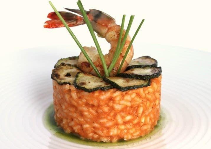 ¿Quieren un platillo sabroso, pero que a la vez se vea elegante en la mesa y en Instagram? Hagan que lluevan likes en su cuenta con este risotto sabor a delicias del mar. Ambos quedarán fascinados. Aquí pueden conseguir la receta.