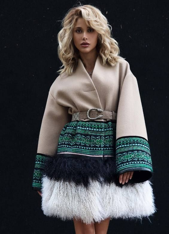 Полупальто Chanel Emerald Lucky Lama   Пальто   Pinterest   Fashion, Chanel  and Style 1aa9548dab2