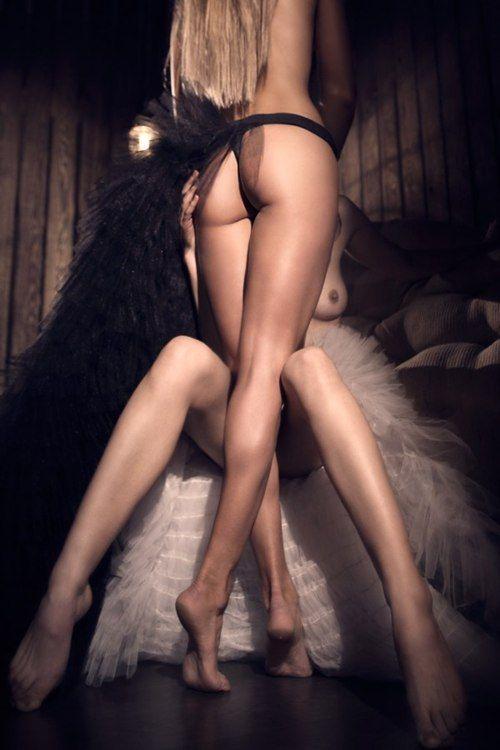 Lockerroom Lesbian Threesome