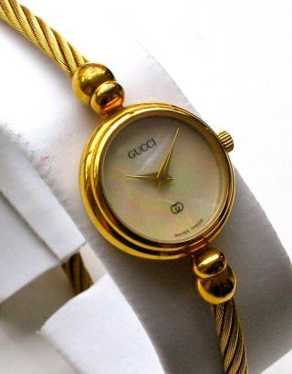 c1cb97d7cd4 gucci mother of pearl dial gold silver rope watch band