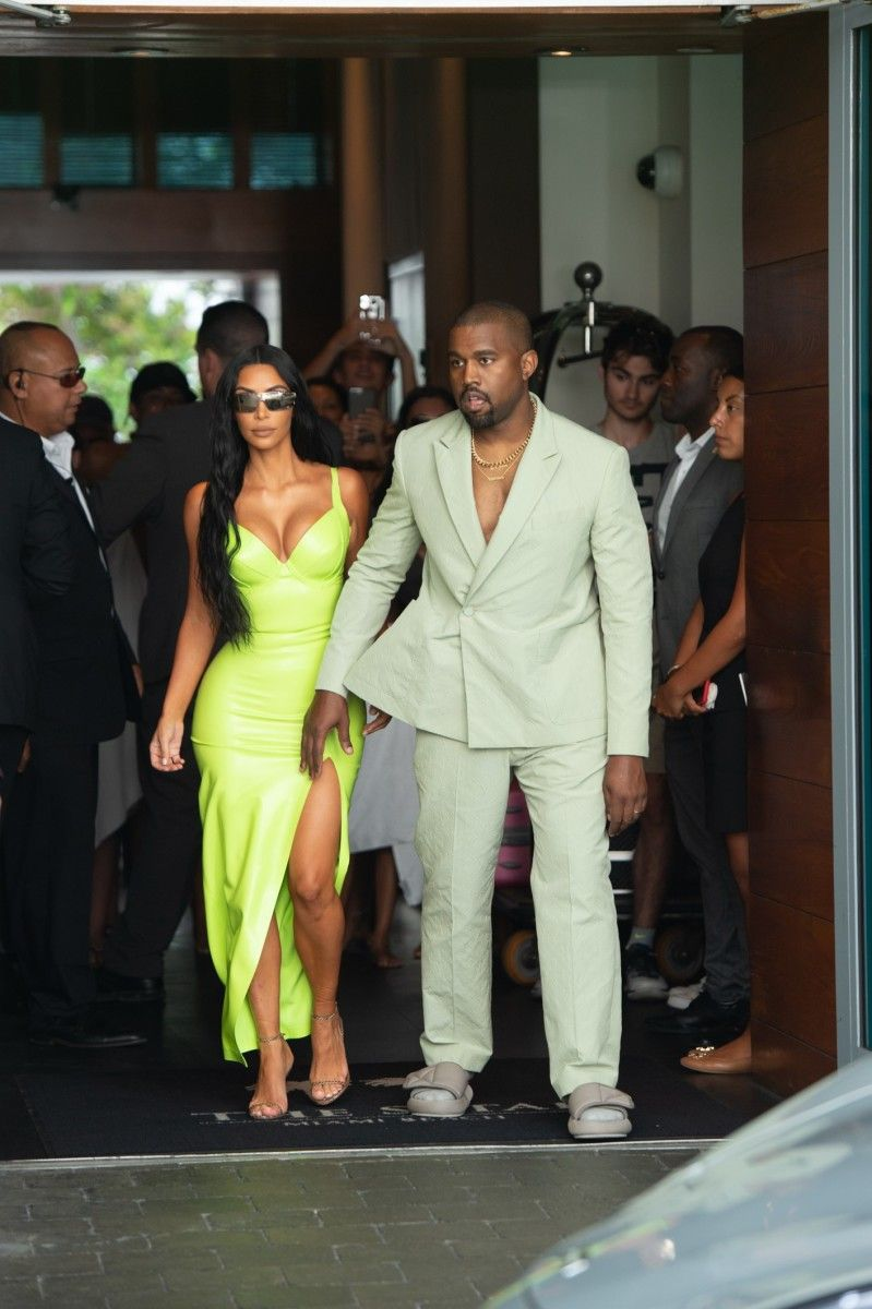 Kanye West Wore A Mint Green Suit From Virgil Abloh S Louis Vuitton Debut To 2 Chainz S Wedding Yeezy Fashion Kanye West And Kim Kanye West