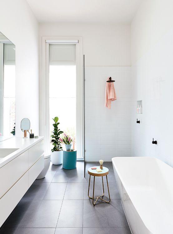Bad weiß, Bodenfliesen anthrazit grau, Duschabtrennung Glas - badezimmer weiß grau