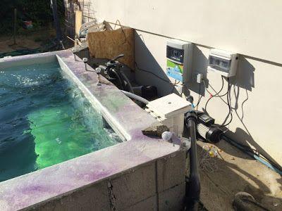Construction du0027une petite piscine en béton équipée spa Coffrets - construire sa piscine beton