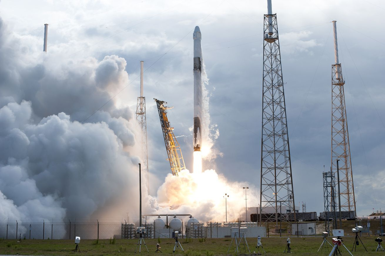 Watch Spacex Launch Thousands Of Pounds Of Cargo And Experiments To The International Space Station Blog Falcon 9 Rocket Spacex Launch Tesla Roadster