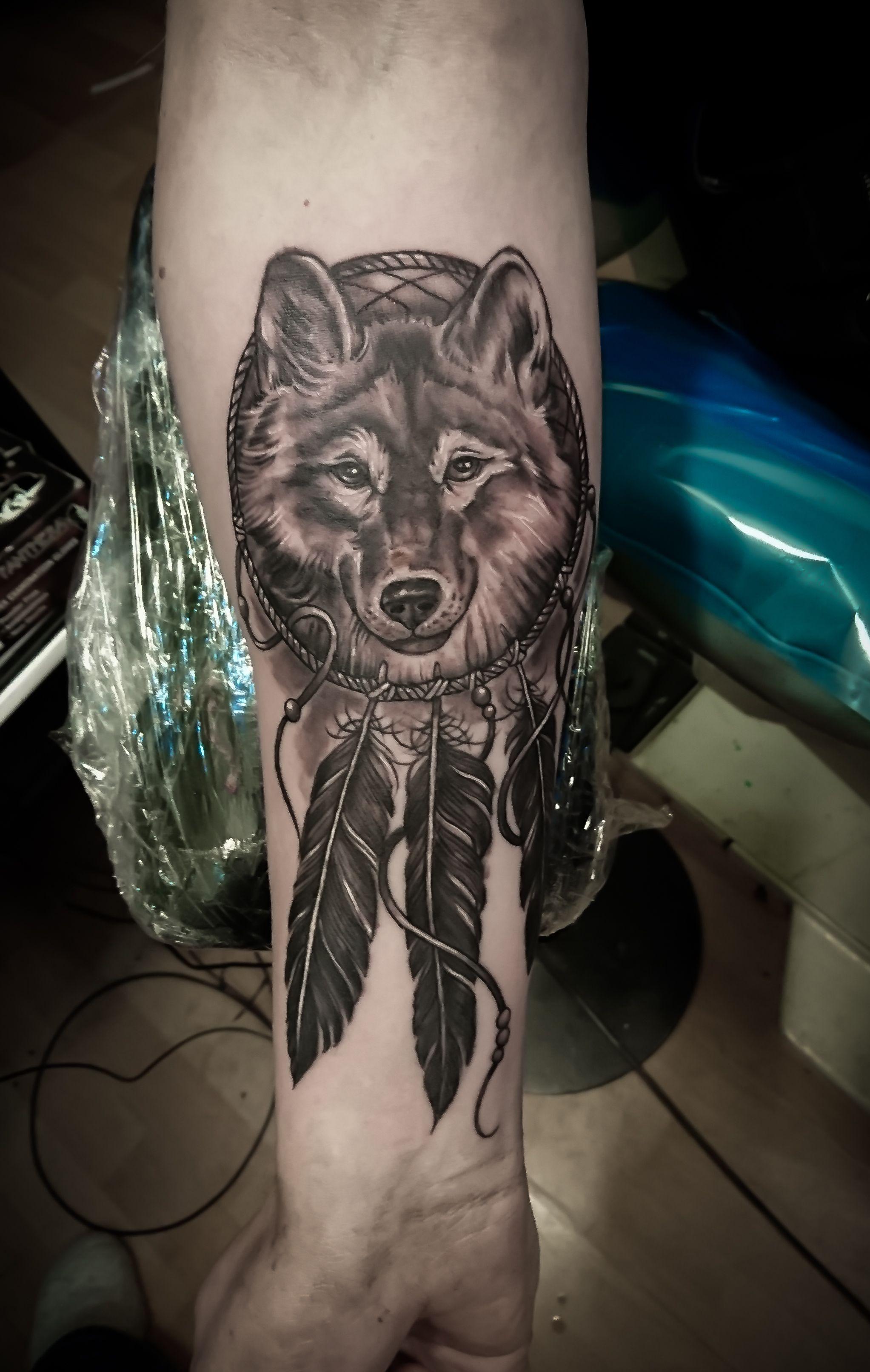 64cf44380 wolf dreamcatcher Wolf Dreamcatcher Tattoo, Indian Feather Tattoos, Wolf  Tattoos For Women, Small