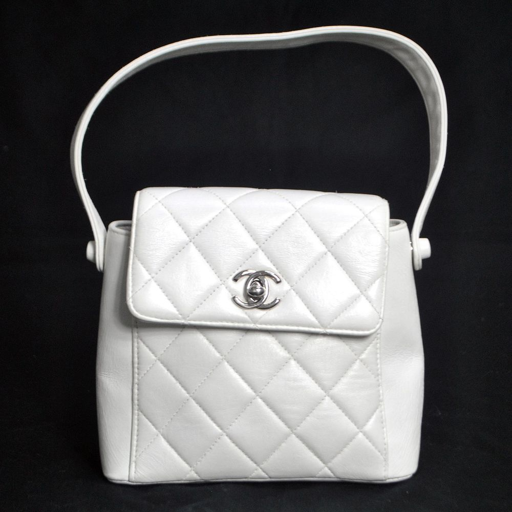 08b371d41a39 AUTH CHANEL QUILTED CC LOGOS HAND BAG WHITE LEATHER SILVER FRANCE VINTAGE  H02285 in Clothing