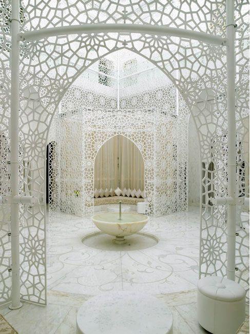 Se não puder ter uma porta marroquina, faz-se um portal... Royal Mansour Hotel in Marrakech