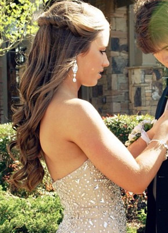 Pin By Kathryn On Hair Nails Homecoming Hairstyles Prom Hairstyles For Short Hair Dance Hairstyles