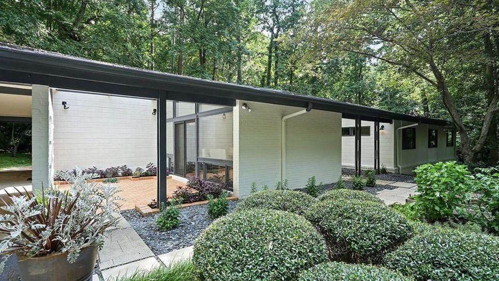 For 985k Buckhead Midcentury Stunner Flaunts Architectural Pedigree Zen Architecture Mid Century Architect