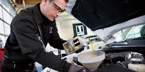 Mobil Oil Change >> Mobil 1 Lube Express Mechanic Pouring In Mobil 1 Motor Oil