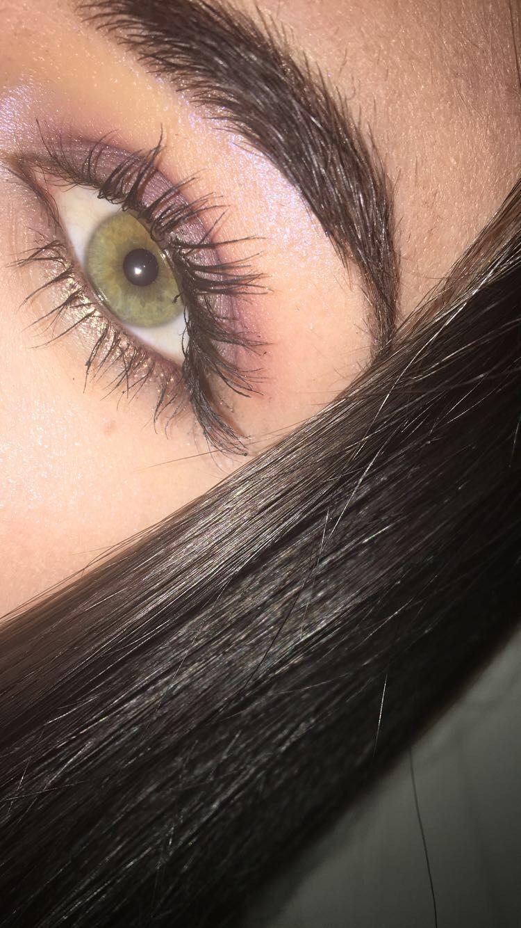 green eyes eye makeup highlighter eyebrows | maquillaje