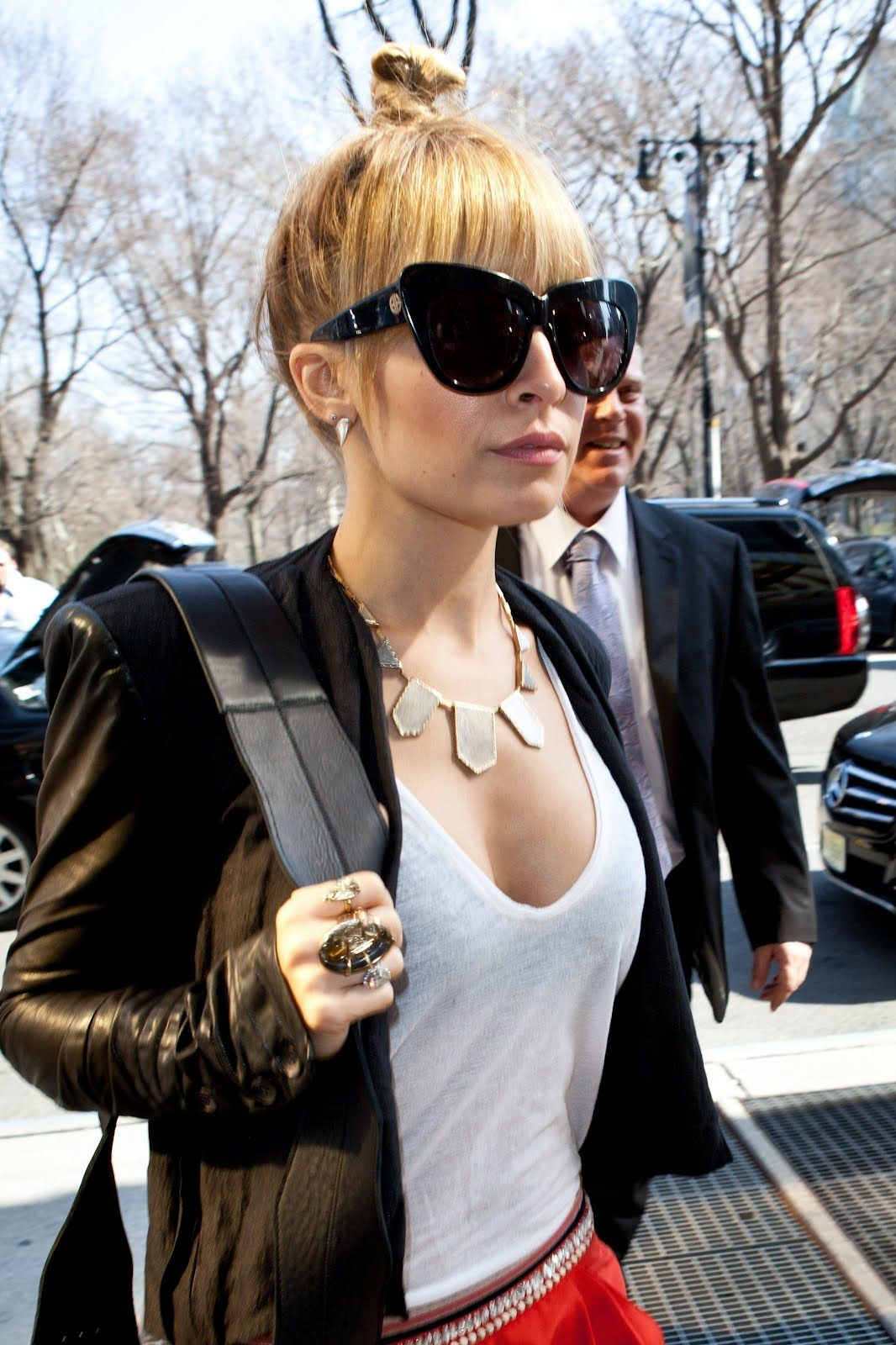 4bfeb346b9 Nicole richie in house of harlow Chelsea sunglasses Cool Sunglasses
