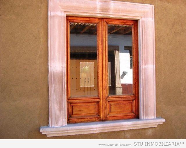 Peque a vivienda estilo tradicional exteriores r sticos e for Ventanas de aluminio con marco de madera