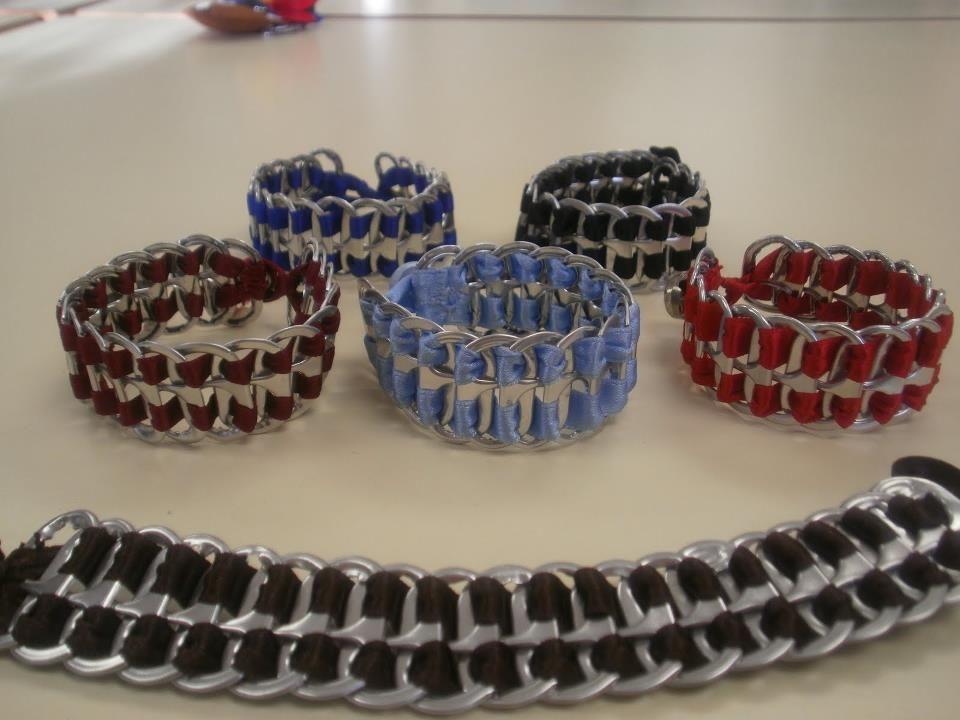 otra idea con los anillos de las latas pulseras ecolgicas combinables con la ropa