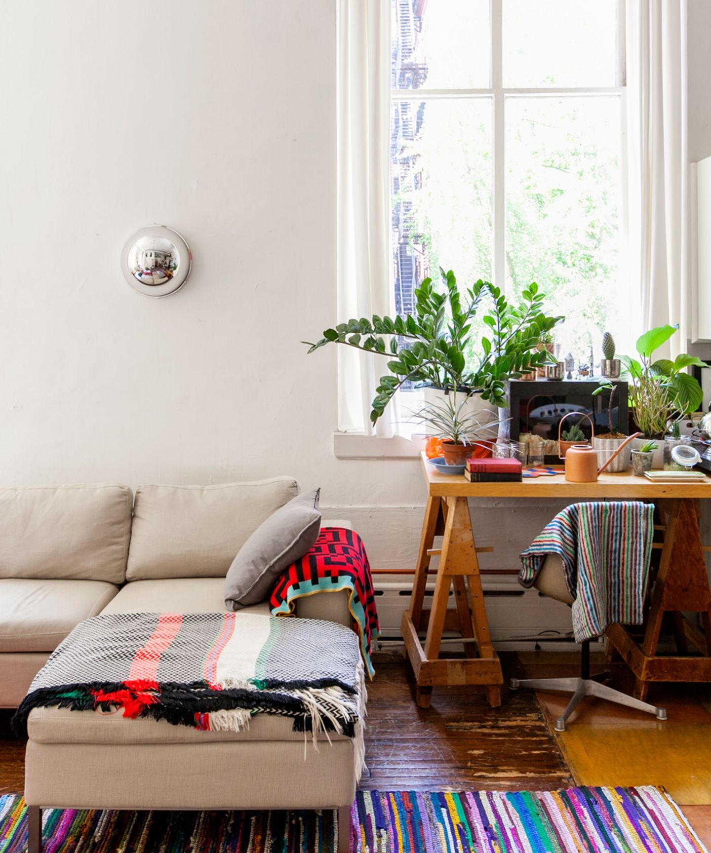 7 Easy Hacks To Turn Your Tiny Studio Into A Palace ...
