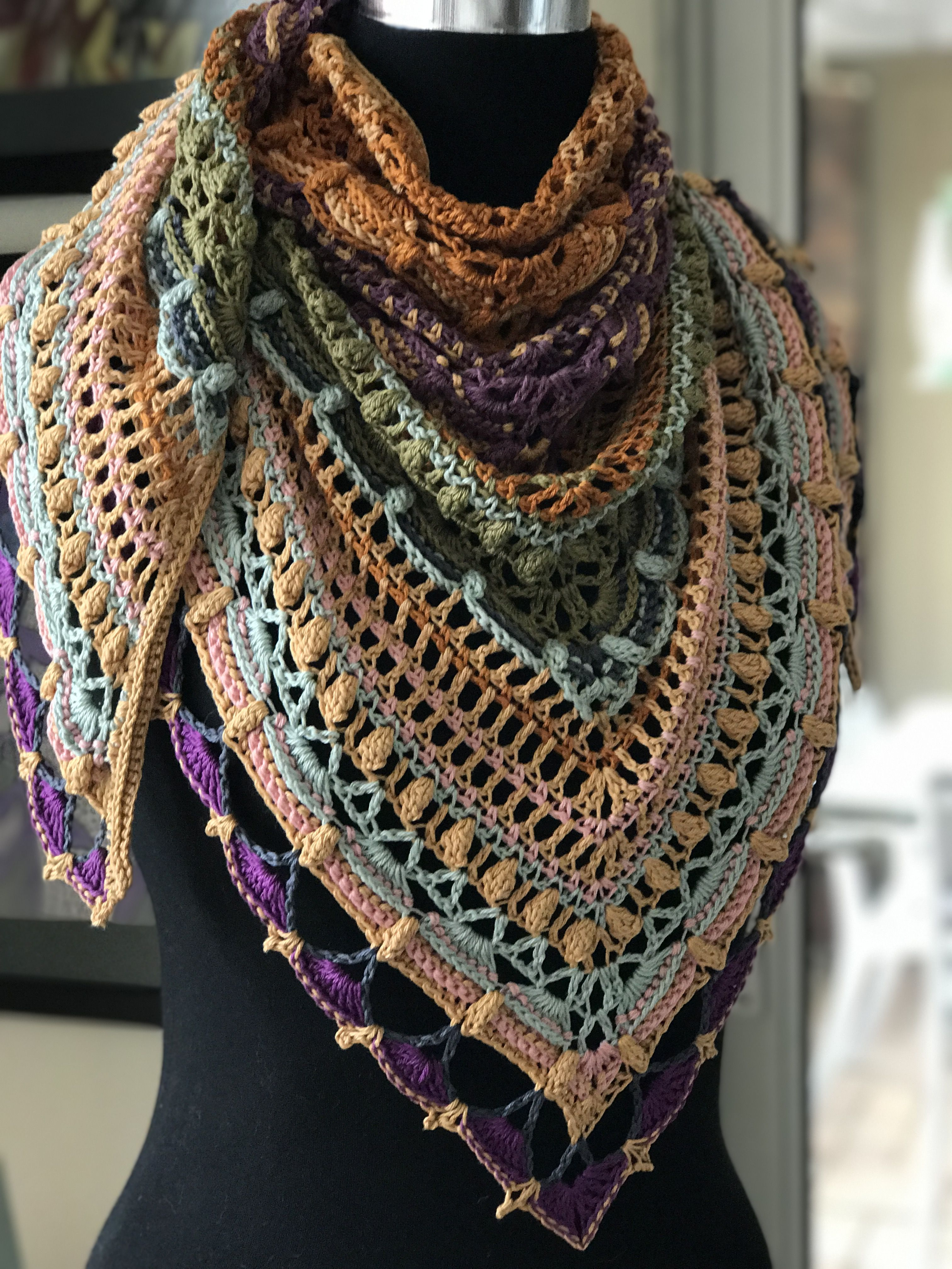 Lost in time shawl by Mijo Crochet http://www.ravelry.com/patterns ...